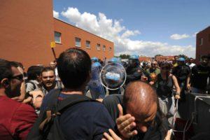 """I Collettivi: """"Fuori la polizia dalle scuole e dalle università"""""""
