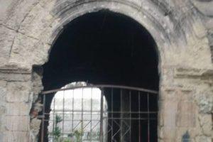 Centro Storico:il portale di Palazzo di Tarsia sfregiato dall'incuria(AUDIO).
