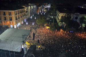 Assurde misure di sicurezza per il concerto di Capodanno. Non sarà possibile neanche brindare in piazza.