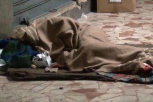 Cosenza: il dormitorio per i poveri è una bufala.In centinaia per strada.
